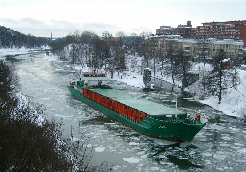 Ida-ship breaking through the ice